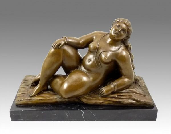 Modern Art Bronze - La Playa - signed by Fernando Botero