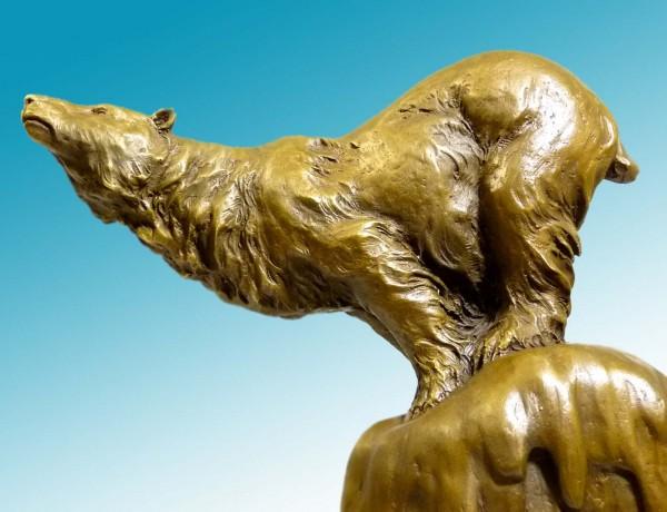 Amazing animal bronze sculpture - Polar bear onto rock
