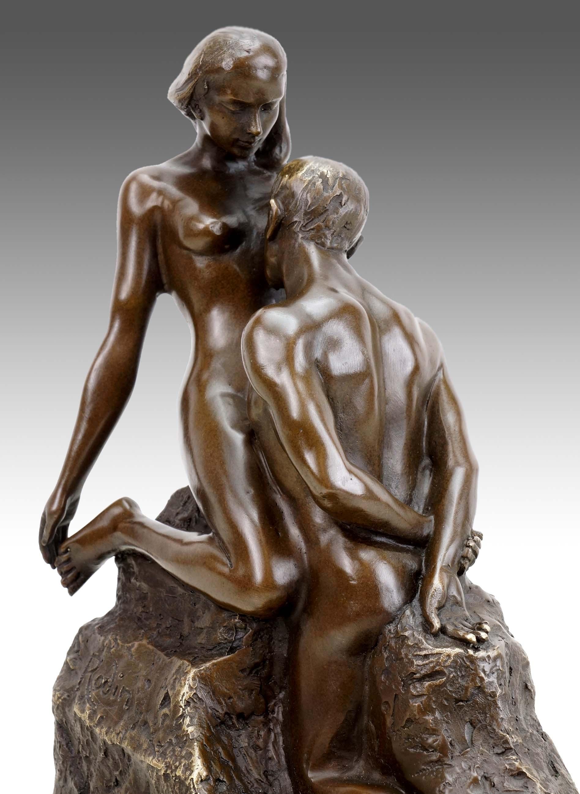 A bronze sculpture of the kiss after rodin