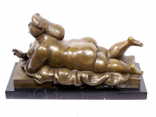Modern Art Bronze - XXL smoking woman signed Botero