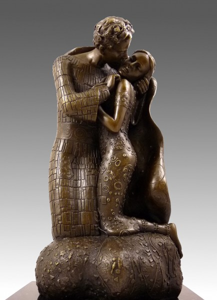 Georgeous bronze sculpture - The Kiss - inspired by G. Klimt