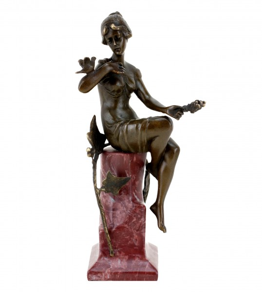 Bronze Art Nouveau Figurine - Woman with a dove - Signed F. Preiss